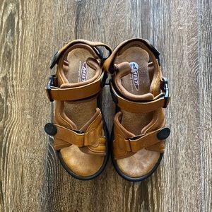MBT Kisumu caramel walking sandals
